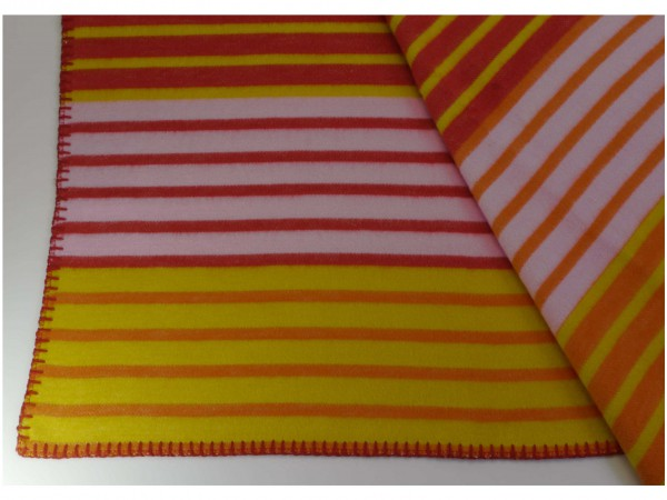 Decke Stripes magenta orange von Klippan Yllefabrik